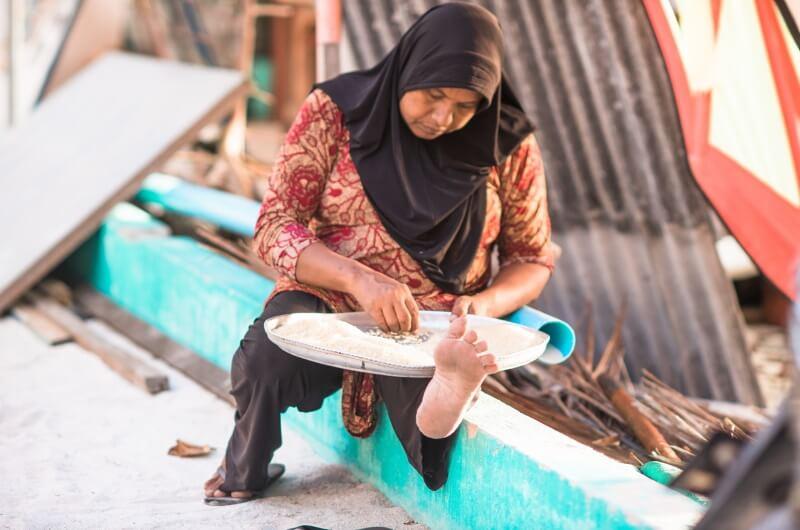 att göra på maldiverna - besök lokal ö