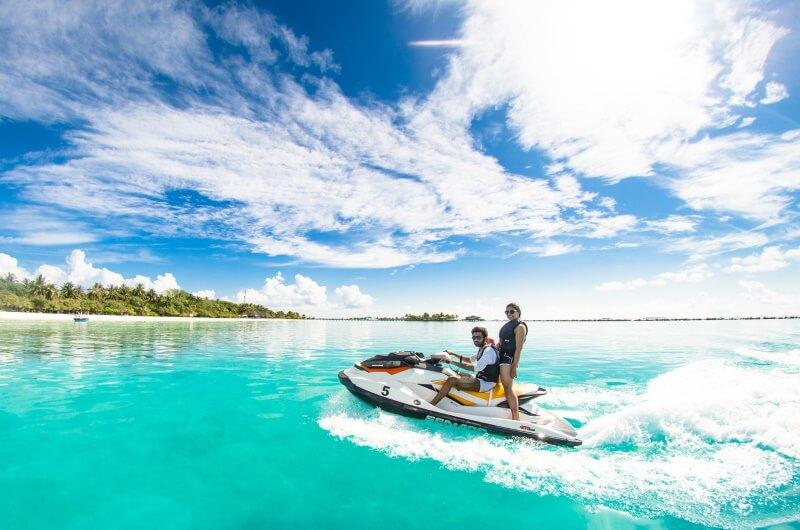 att göra på maldiverna - jetski
