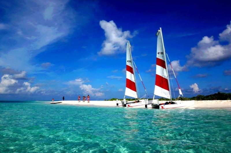att göra på maldiverna - segla katamaran