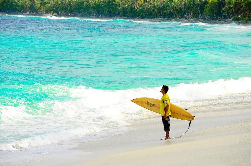 att göra på maldiverna - surfa