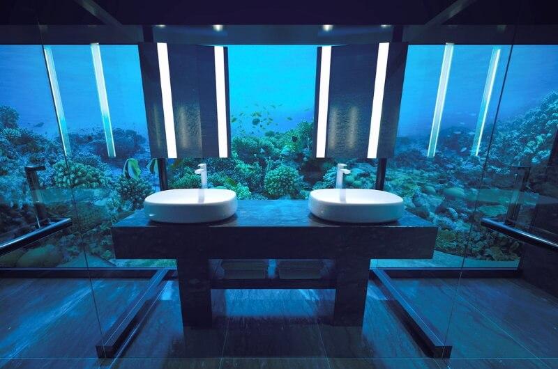 undervattenshotell maldiverna - badrum under vatten